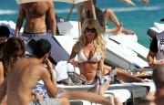 Виктория Сильвстед, фото 1516. Victoria Silvstedt - in sexy bikini on the beach in Miami 30/12/11, foto 1516