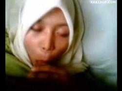 2dedff185221785 Cikgu Bertudung Blowjob Skandal (3GP Video)